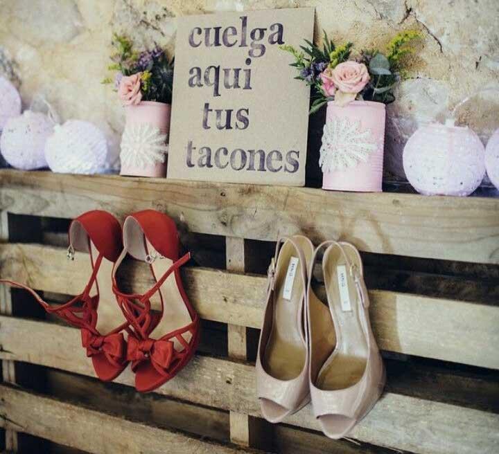 Rincones para colgar los zapatos en una boda